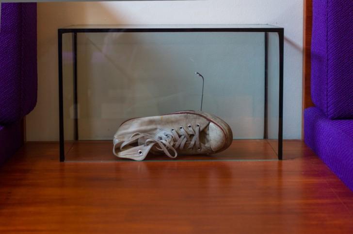 Convers in der Glasvitrine von Johannes Albers