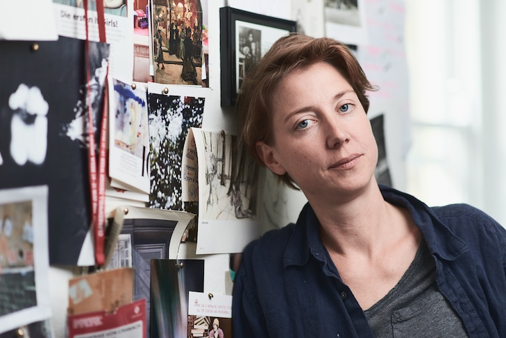 Frederike von Cranach in ihrem Atelier in London, photo credit: Martin Peterdamm