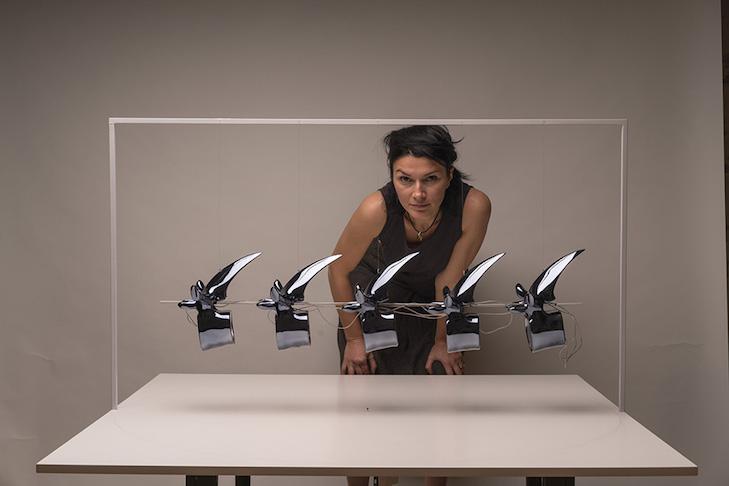 """""""What do you want to forget! 2: Die Künstlerin Jovana Popic vor dem Modell ihrer Installation für das Kunstprojekt """"What do you want to forget""""."""