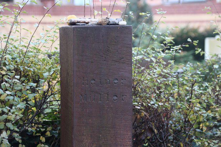 Am Grab von Heiner Müller