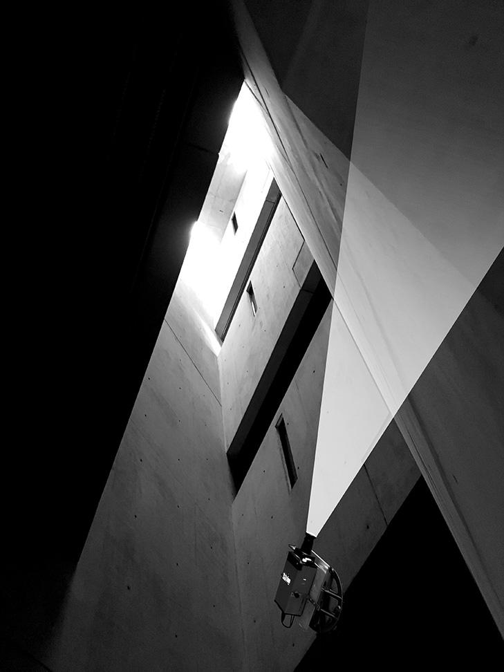 Licht- und Klanginstallation im Jüdischen Museums Berlin (2017-2019) © Archiv Mischa Kuball, Düsseldorf / VG Bild-Kunst, Bonn, 2017