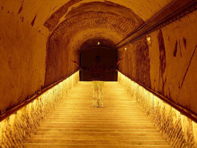 liu_bolin_x_ruinart_deep_underground
