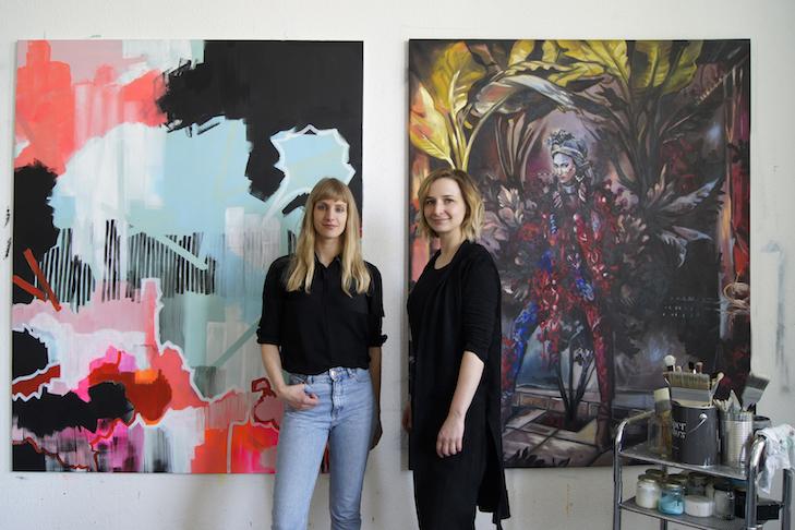 Links: Susanne Bonowicz, PINKISCH STORM, 2018, Acryl auf Leinwand | Rechts: Bild: Wanda Stang, ENTWACHSEN, 2018, Öl auf Leinwand
