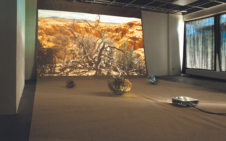 Deserting Landscape, 2016: 1 Screenshoot and 2 Installation views, Vessel Room, (c) Anaïs Senli
