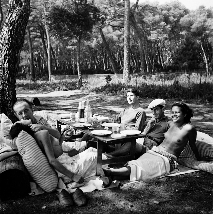 Lee Miller: Picnic Ile Sainte Marguerite, Cannes, France 1937, Platinum Print 28/30, Paper 40x50cm. (c) Lee Miller Archives, England 2018. All rights reserved. Courtesy CLAIRbyKahnGallery
