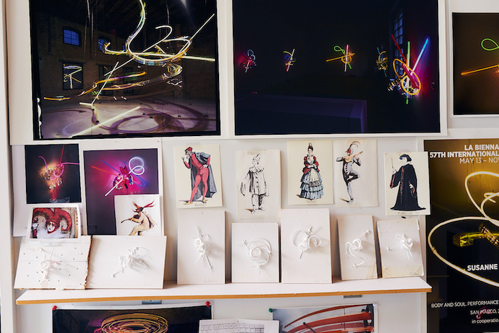 Atelier in Berlin, Skizzen zur Commedia della Luce Serie | Photo Credit: Martin Peterdamm