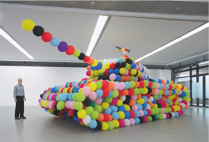 Hans Hemmert, german panther, 2007, Luftballons, Luft, Kleber, 300 x 370 x 960 cm, Installationsansicht Städtische Galerie Nordhorn, Foto: Helmut Claus, Köln