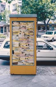 Hans Hs Winkler, Telefonbuchinstallation in Telefonzelle, 1987 Kurfürstendamm, Berlin Foto: p.t.t.red, Berlin